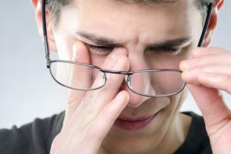 https://cdn.allaboutvision.com/images/allergic-eyeglasses-330x220.jpg