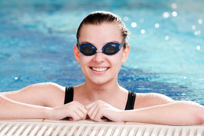 https://cdn.allaboutvision.com/images/woman-swim-goggles-pool-330x220@2x.jpg